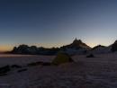 Zelte auf dem Gletscher vor dem Dent du Géant